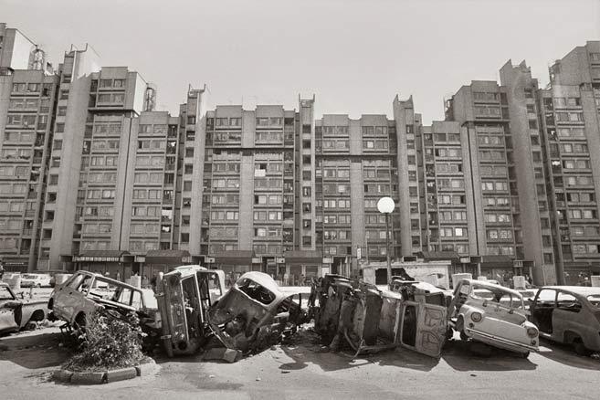 Gervasio Sánchez: Coches aparcados en bateria. Sarajevo,1993