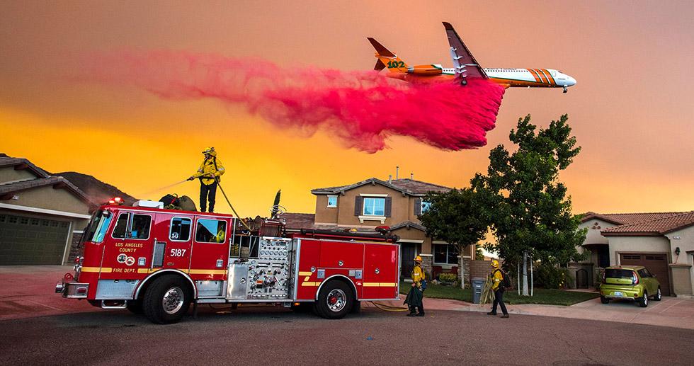 Bomberos y medios aéreos intentan apagar los incendios que arrasaron California este verano © Mark Rightmire (AP)