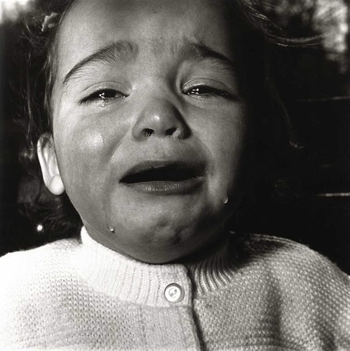 A child crying, N.J. 1967 (Diane Arbus)