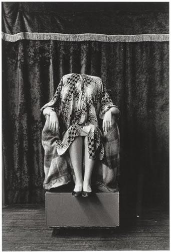 Headless woman, N.Y.C. 1961 (Diane Arbus)