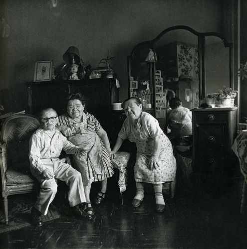 Russian midget friends in a living-room on 100th street, NYC 1963 (Diane Arbus)