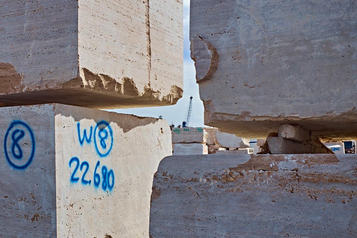 Foto 3 del puerto de Almería: Entre las piedras