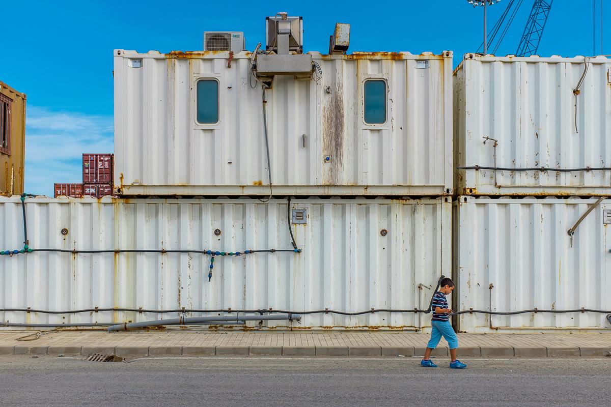 Foto 8 del puerto de Almería: I psy (contenedores y niños)