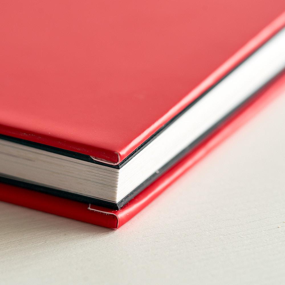 Little black book de ZNO: Páginas y cubierta